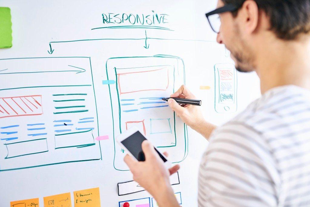 Webdesigner building website structure