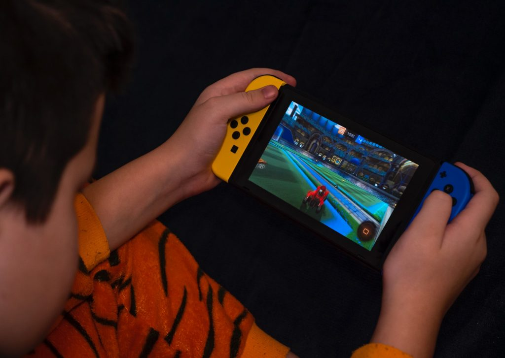kid-playing-on-a-nintendo-switch